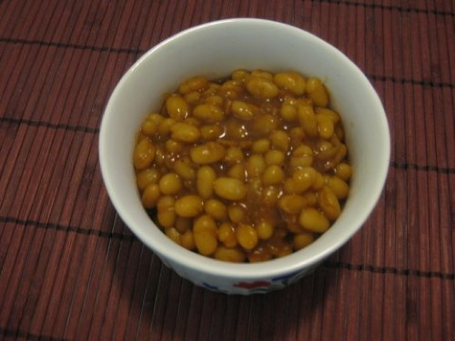 vegan baked beans in dish